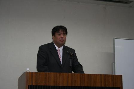 2010.11.18 議員研修にて閉会のあいさつを行う南野副議長