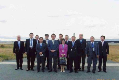 2010.11.15 南部議長会として関西空港㈱と関空の利用促進について懇談・意見交換し、滑走路視察を行う