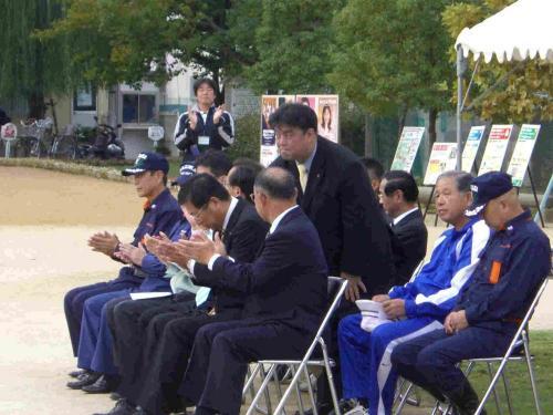 2010.10.24 東小学校区の各町合同の防災訓練へ参加する