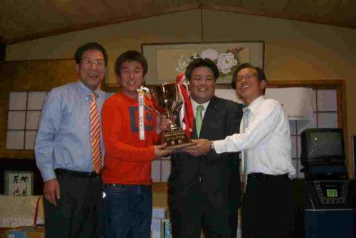 2010.4.24 第1回南野敬介を支持する会ボーリング大会にて藤原龍男貝塚市長今井 豊府議会議員も駆けつけていただきました。
