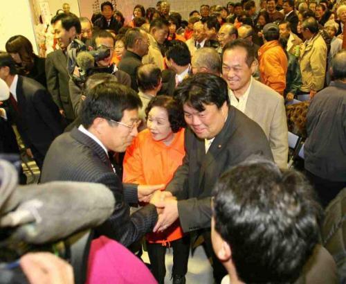 2010.1.24 貝塚市市長選挙にて、藤原たつお新市長誕生
