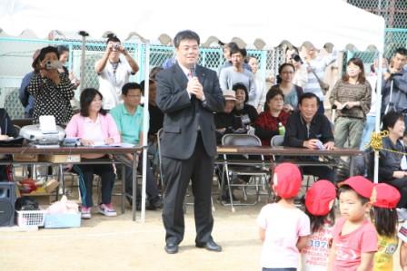 2011.10.2 理事を務める「ひがし保育園運動会」にて理事会を代表しての挨拶をおこないました