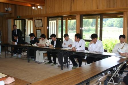 2011.5.20 新人議員市内施設見学に同行しました。この写真は「たわわ」です