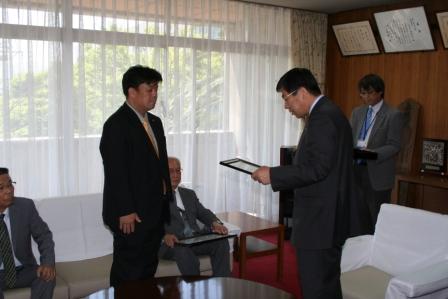 2011.5.18 藤原龍男市長より感謝状をいただきました