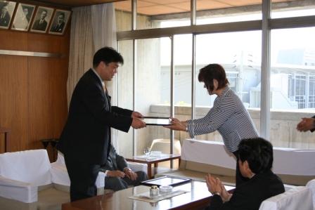 2011.5.18 森美佐子市議会議長より感謝状をいただきました