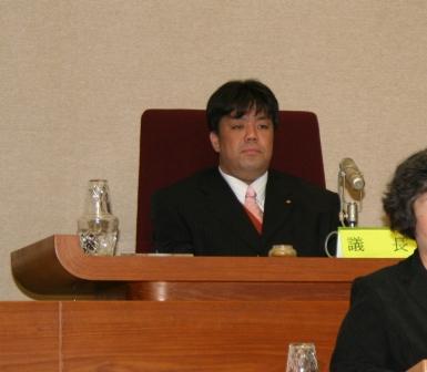 2011.3.4 第1回定例議会第3日議長職を務める