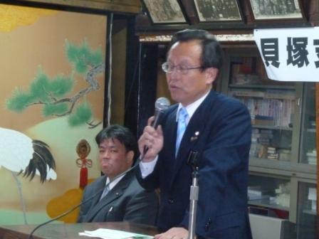2011.2.5 地元町会等が主催する決起集会にて今井府議とともに決意を語る