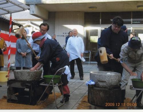 2009.12.18 老人センターにてもちつき大会に参加しました。