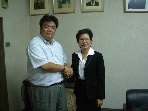 2009.7.12 タイで貧困と差別に取り組むプラティープ・ウンソンタム・秦さんと