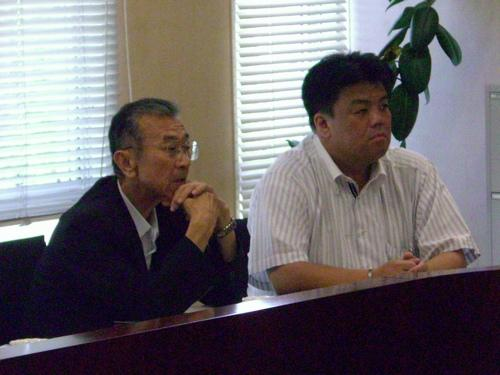 2010.729 大阪府南部議長会の視察で糸島市を訪れ、北九州大学と連携したまちづくりについてレクチャーをうける(泉谷議長とともに参加)