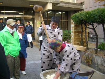 2011.12.16  老人もちつき大会へ参加しました
