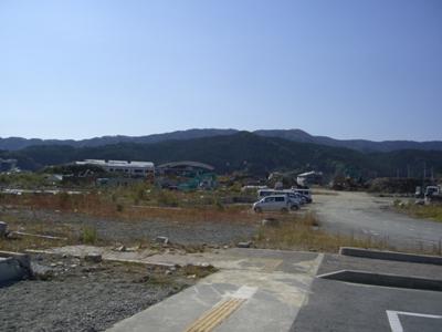 2012.10.22  車窓よりがれきの山