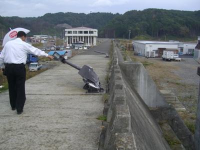 2012.10.23  スーパー堤防の上から・・・  天道がぺしゃげています 岩手県宮古市