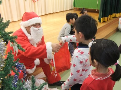 2013.12.18  ひがし保育園のクリスマス会に参加