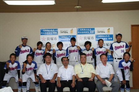 2014.07.31  貝塚市立第3中学校のソフトボール部の皆さんが全国大会に出場することになり表敬訪問されました。