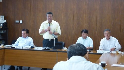 2015.7.2 徳島県小松島市において「タブレットを活用した議会運営」について視察を行い、お礼のご挨拶をのべさせていただく南野市議