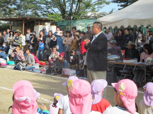 2018.10.13 理事を務める「ひがし保育園運動会」にて理事会を代表してあいさつをいたしました。