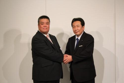 2019.1.13 立憲民主党枝野代表とがっちり握手